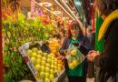 La V edición del 'Día del Frutero' reivindica a estos profesionales en un contexto de caída del consumo de fruta fresca y de su venta en el pequeño comercio
