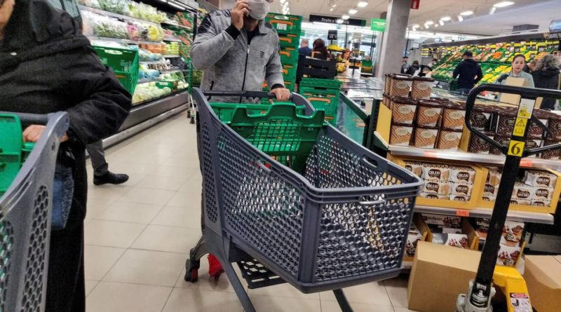 ¿Me puedo contagiar con los productos que compro en el supermercado o la farmacia?