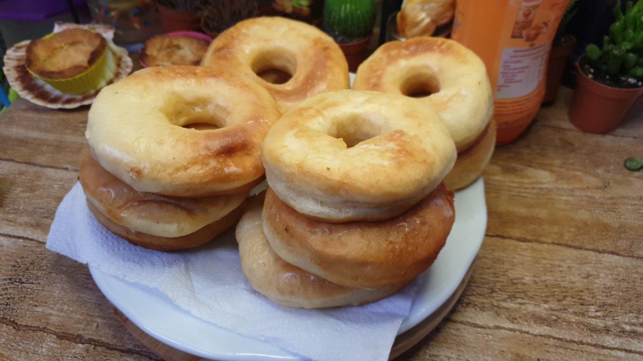 Elaboración de Donuts Donuts-rosquilla-o-dona-caseros-f%C3%A1ciles-y-muy-esponjosos-receta-del-donut