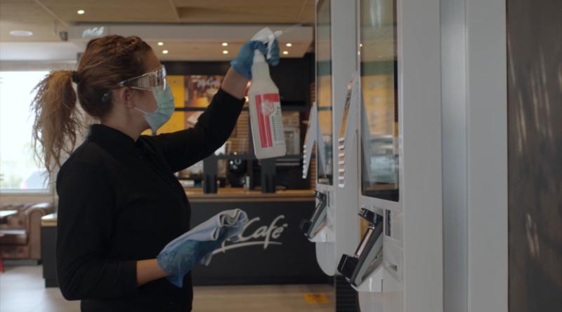 Salones diseñados para el confort y la seguridad de los clientes: así opera McDonald's en el escenario de la nueva normalidad
