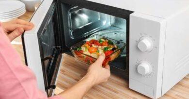 Cosas que nunca deberías calentar en el microondas