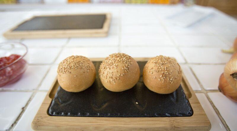 MI CUB crea la hamburguesa valenciana para celebrar el 9 de Octubre