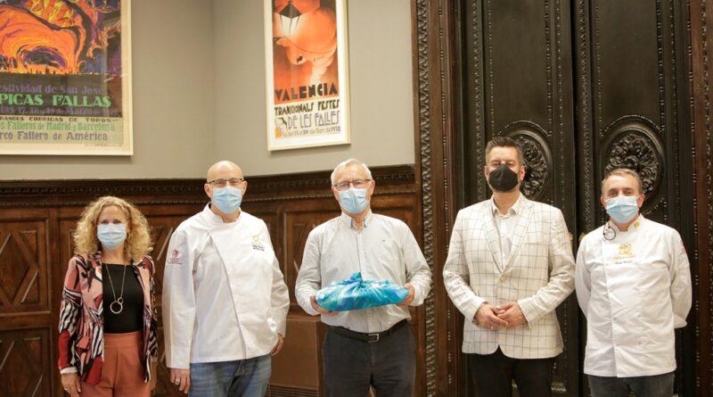 Gremio dehorneros y pasteleros de València visitan el ayuntamiento